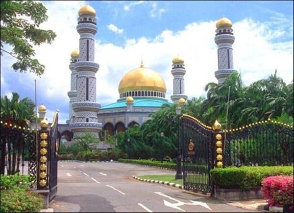 奥玛尔·阿里·赛福鼎清真寺(Omar Ali Saifuddien Mosque)