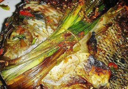 版纳香茅草烤鱼