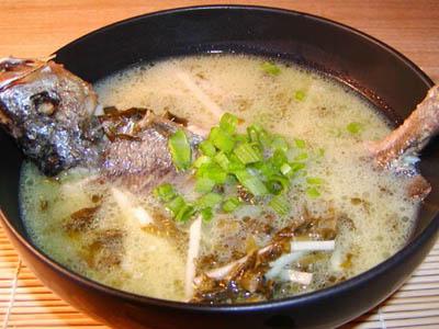 竹笋芋艿鲫鱼汤