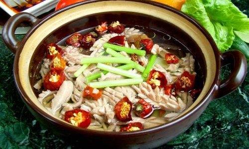 布朗族卵石鲜鱼汤
