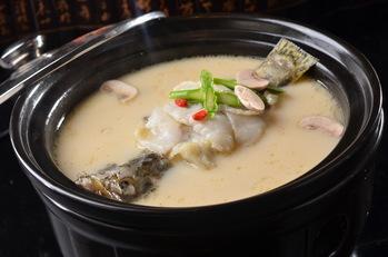 奶汤锅子鱼