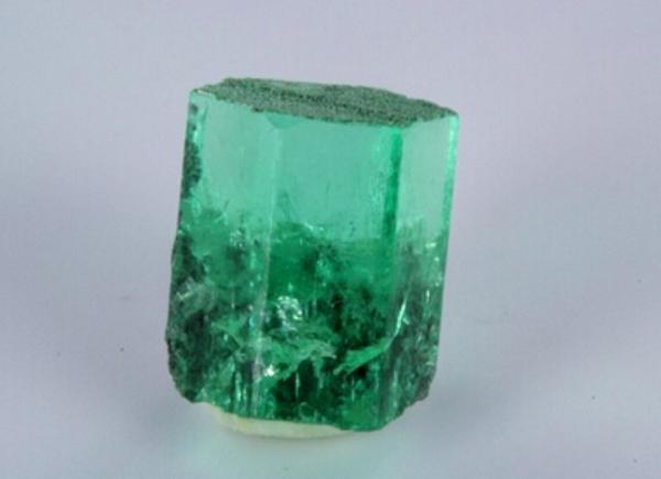 宝石级玫瑰色绿柱石